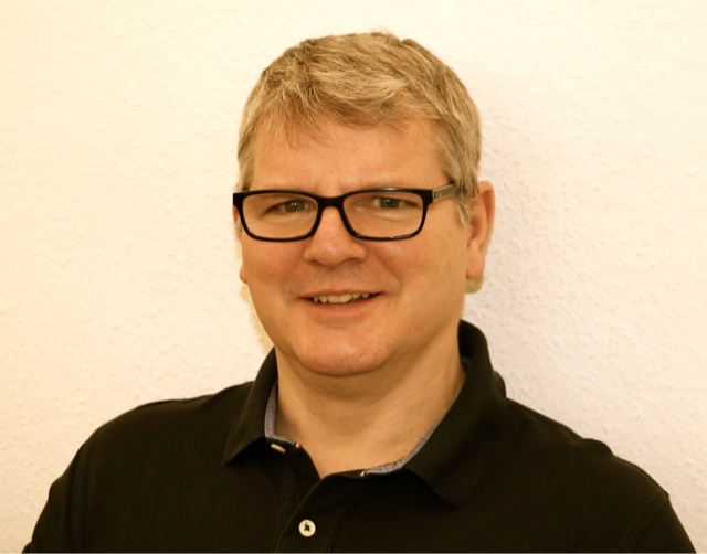 <p><span>Herr Teubert</span><br/><ul><li>Zahntechniker</li></ul></p>