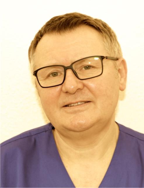 <p><span>Dr. Mayschak</span><br/><ul><li>Zahnarzt</li></ul></p>